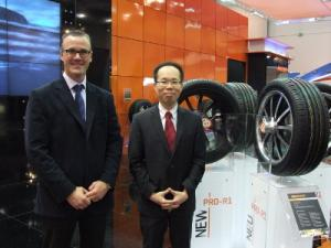 Maxxis International UK Managing Director, Derek McMartin (stanga) si Cheng Shin Rubber Ind. Co., Ltd international Sales Manager Augustine Ting (dreapta)